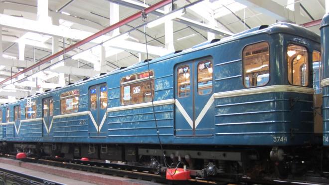 В петербургском метро объяснили, чем их поезда отличаются от обычных