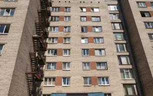 Школьница под наркотиками выпала из окна 10-го этажа в Ленобласти