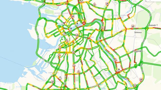 В понедельник пробки на дорогах Петербурга оценили в 4 балла