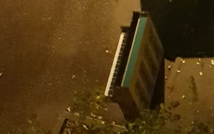 Петербуржцы ищут добрые руки для бездомного пианино на Омской