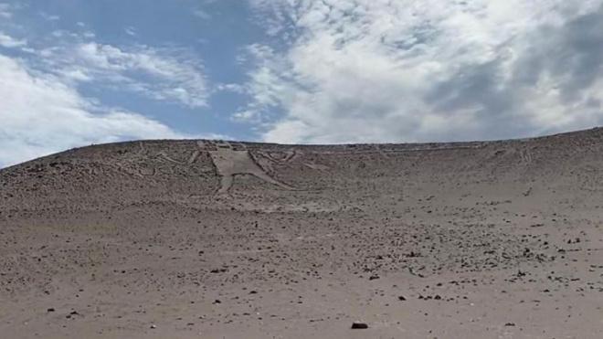 Петербуржцев отправили в суд за осквернение геоглифа древнего пришельца в Чили