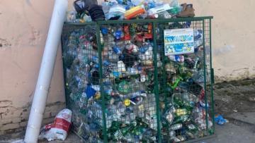 Жители Васильевского острова жалуются на отсутствие контейнеров для пластиковых отходов
