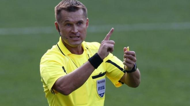 Футбольный сезон в России начался с судейского скандала