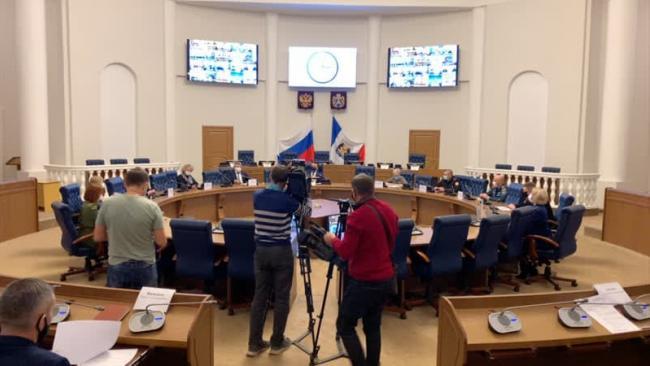 Новгородская область вводит строгую самоизоляцию для пожилых людей