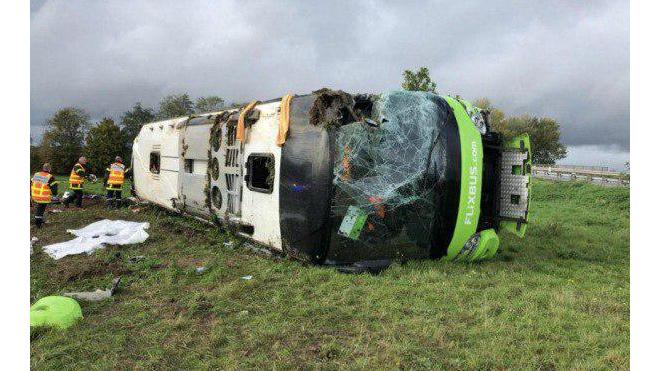 Во Франции перевернулся автобус с российскими туристами