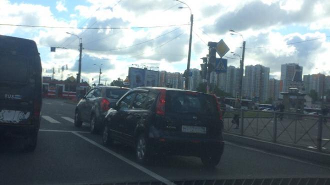 На пересечении Славы и Бухарестской в очередной раз сломался светофор