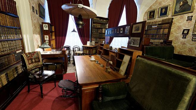 СПБГУ запустил виртуальные туры по музею-архиву Менделеева