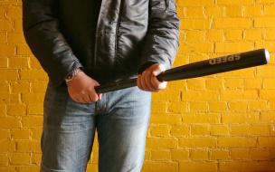 Петербуржца избили около парадной. Грабитель похитил у него 3 миллиона