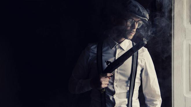 Пьяный мужчина устроил стрельбу из травматического пистолета в Тихвине
