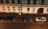 На Дивенской фасад дома обрушился на припаркованные авто