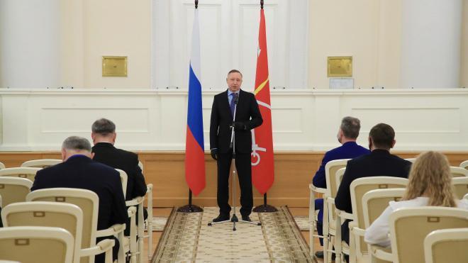 Беглов и Макаров поздравили петербургских журналистов и издателей с Днем российской печати