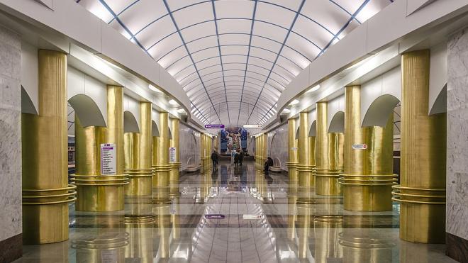 """Станцию метро """"Международная"""" закрывали на 5 минут из-за технической неисправности"""