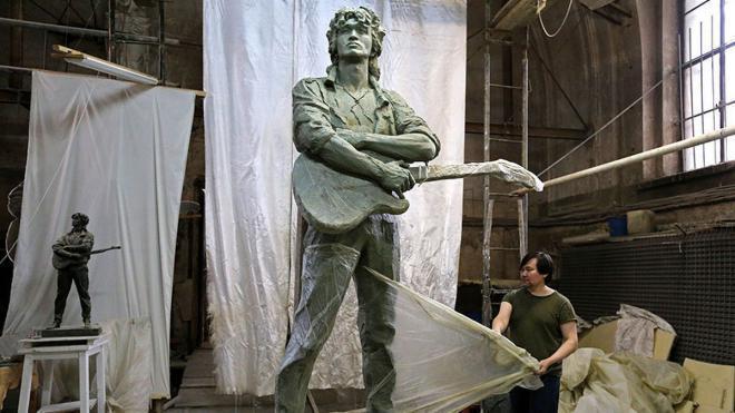 В Петербурге установили памятникВиктору Цою
