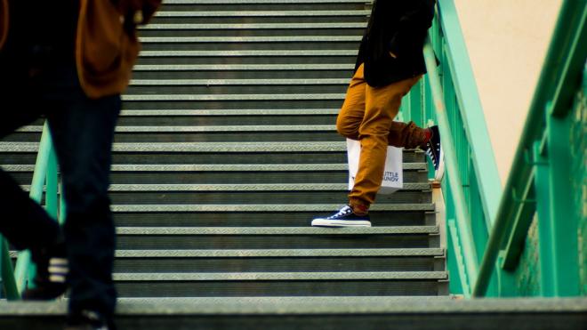 В Выборге школьник оказался в больнице после падения с лестницы