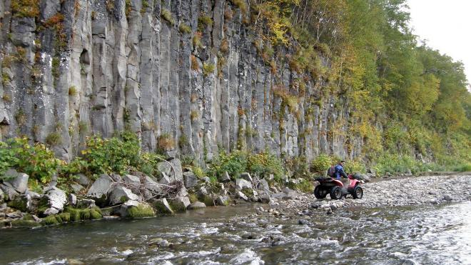 В Сочи отдыхающий с 7-летним сыном упали на квадроцикле с обрыва