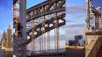 Петербургский экстремал забрался на Большеохтинский мост