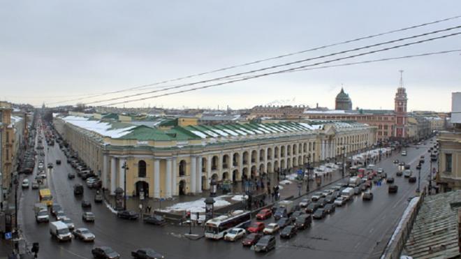 Вдоль Гостиного двора на Невском высадят новые деревья