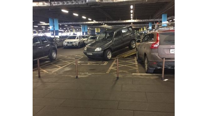 """В """"Меге Парнас"""" прошла эвакуация автомобилей с инвалидных мест"""