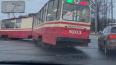 При выезде из парка на Стачек трамвай №52 сошел с ...