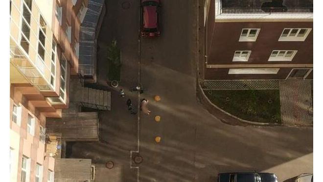 Тело девушки день пролежало у парадной дома в Невском районе Петербурга