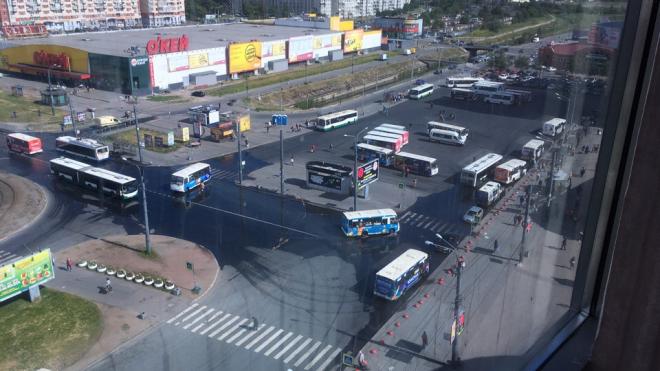 "У метро ""Купчино"" образовался разлив"