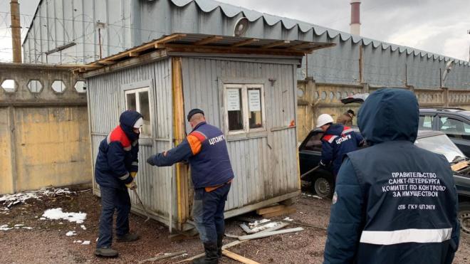 В Петербурге демонтировали 40 тыс. кв. м незаконных автостоянок
