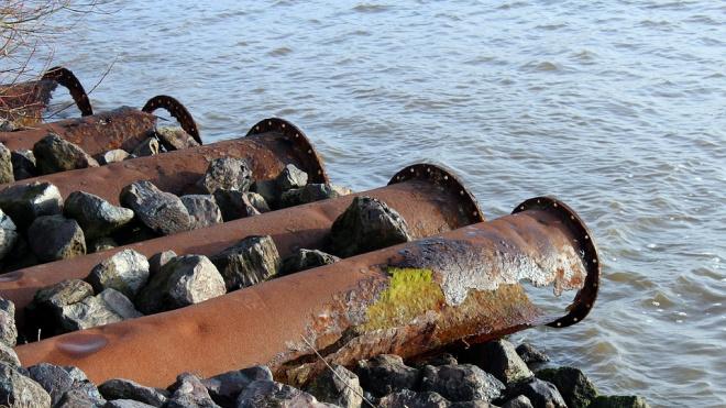 Приставы заставили нарушителя очистить от избыточного железа  марганца сточные воды Приморского района