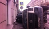 На Суворовском проспекте маршрутка перевернулась и прижала к зданию внедорожник