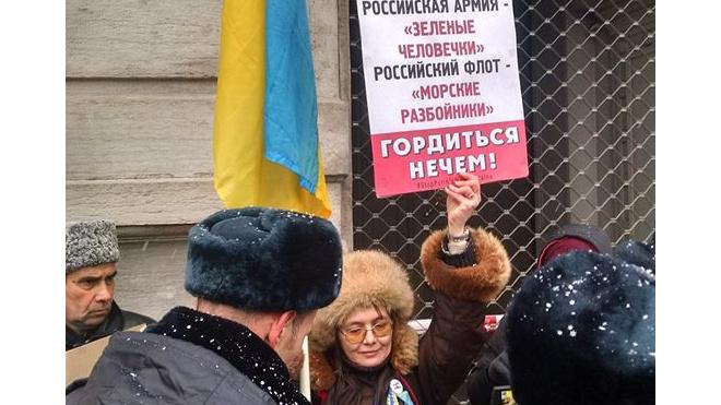 День пикетов: в центре Петербурга призывали помириться с Украиной