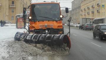 Петербург за сутки очистили от 45 тыс. кубов снега