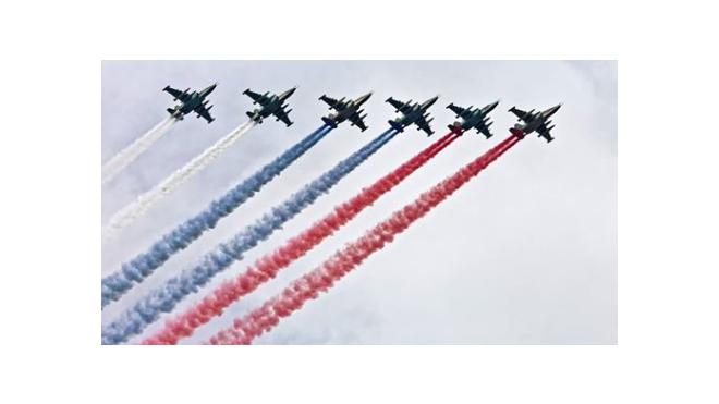 В Сан-Диего американцев поздравили с Днем Независимости фотографией с российским триколором