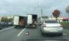 Затор на проспекте Большевиков: по дороге рассыпалась капуста из потерявшего колесо грузовика