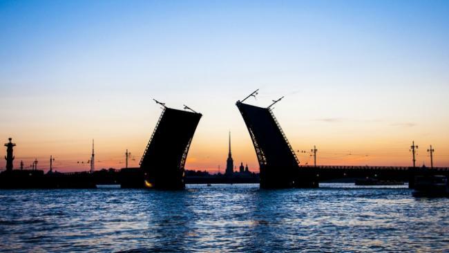 В Петербурге открыт сезон навигации и разводки мостов