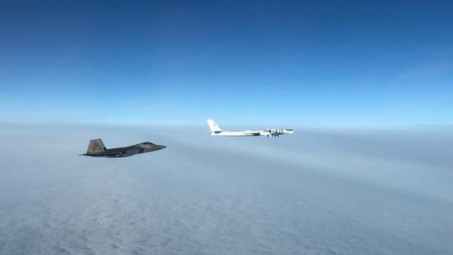 Военные США заявили о перехвате двух бомбардировщиков и двух истребителей ВВС РФ