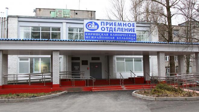 У больницы в Киришах установят памятник погибшим от коронавируса врачу и медсестре