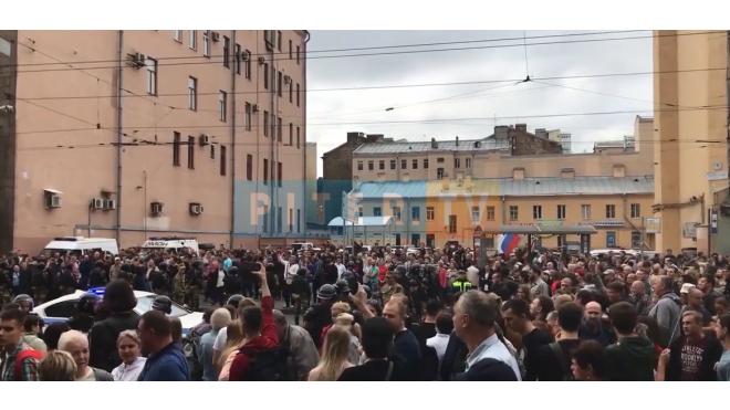 Задержанные оппозиционеры ночевали в полиции