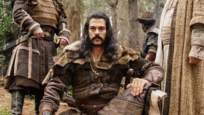 Новый сериал с Бураком Озчивитом возглавил рейтинг на турецком ТВ