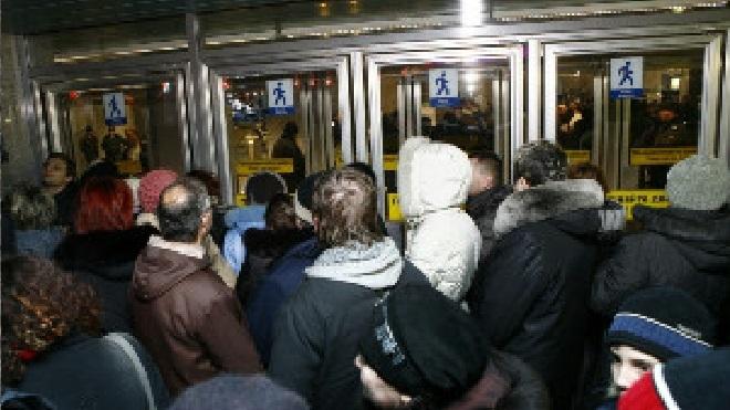 Вход на две станции метро в Петербурге в июле будет закрыт в утренний час пик