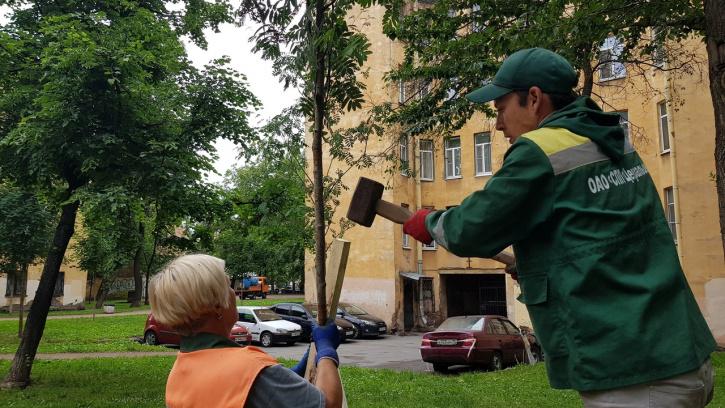 В сквере между 9 и 10 Советскими улицами начались работы по благоустройству