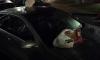Петербуржцы измазали дверь машины фекалиями за парковку на газоне