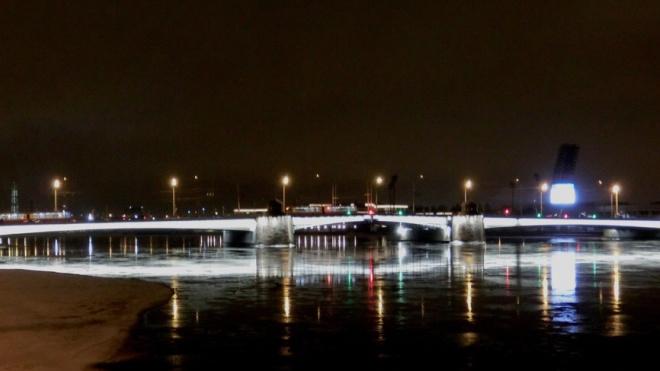 Тучков мост засветился новыми яркими огнями