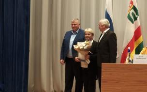 Александр Дрозденко передал награду старосте Гончаровского поселения