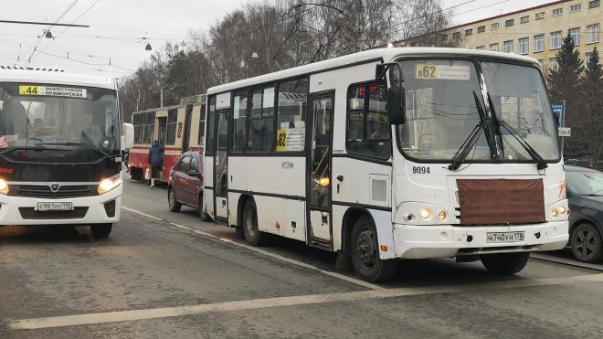 В Петербурге с 1 февраля продлеваются трассы трех коммерческих автобусов