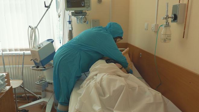 Медики Ленобласти будут получать двойную оплату за работу с пациентами с COVID-19 в праздничные дни