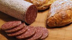 Бизнесмен из Выборга оштрафован на 20 тыс. рублей за запрещенные колбасы и сыр