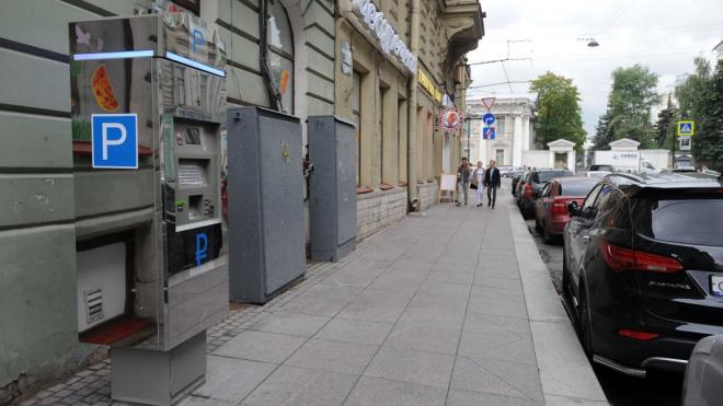 В Петербурге с парковок уберут контролеров