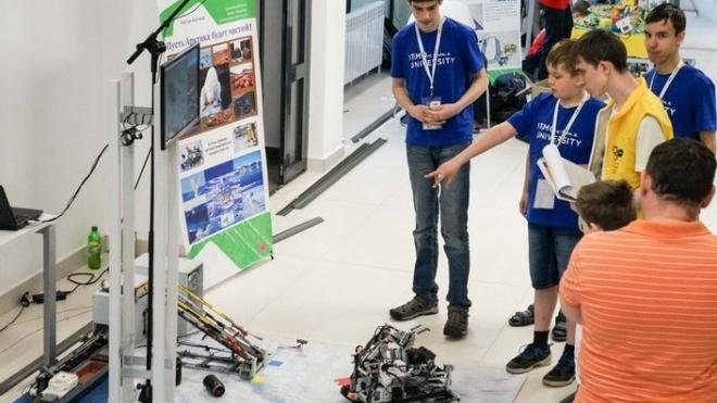 Школьная сборная ИТМО победила на турнире по робототехнике в Китае