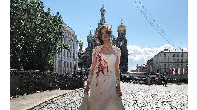 Эти дни: Алеся Кафельникова выложило фото в окровавленном свадебном платье
