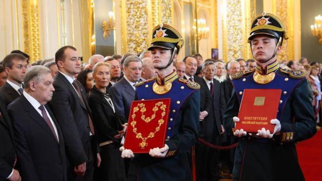 В Петербурге бюджетников просят проголосовать за поправки в Конституцию по месту работы