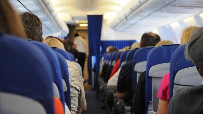 Петербургские врачи оказали помощь женщине на борту самолета